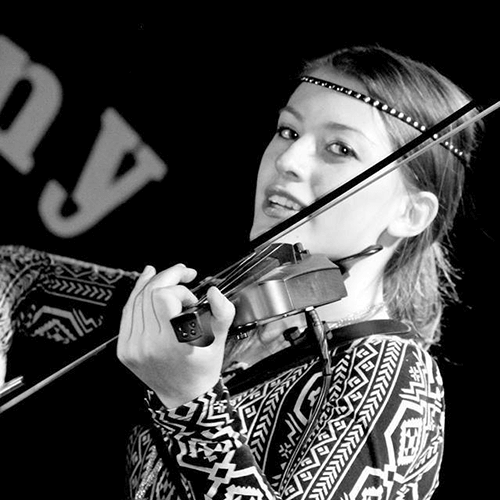 Taylor Bernosky playing the violin