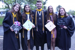 Photo of Senior MLC tutors gathering one last time at commencement