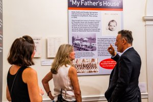 Photo of Bruce Springsteen on opening night of exhibit