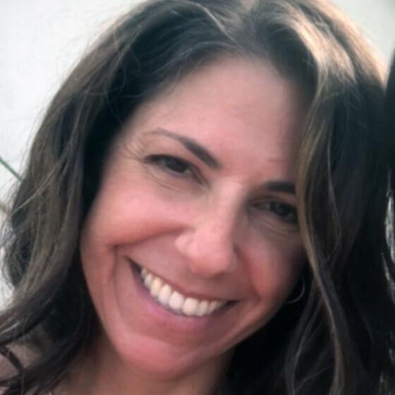 Photo of Lisa Leonard
