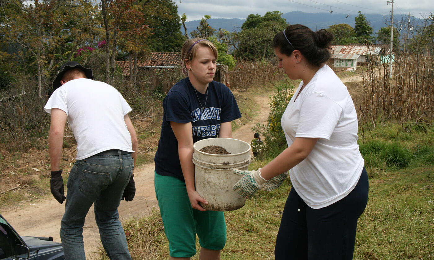 Monmouth Students helping in Guatamala
