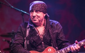 Springsteen Archives Speaks with Stevie Van Zandt During 'What's Up on E Street?'