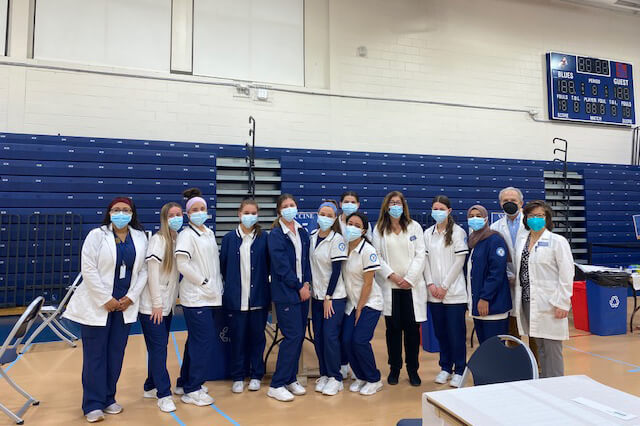 Nursing students help vaccinate