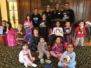 Alexander Rodriguez stands in the back (right) with his co-workers Samantha Hanley, Jordan Cinelli and Alyssa Mata along with the January 2020 MU Story Time attendees.