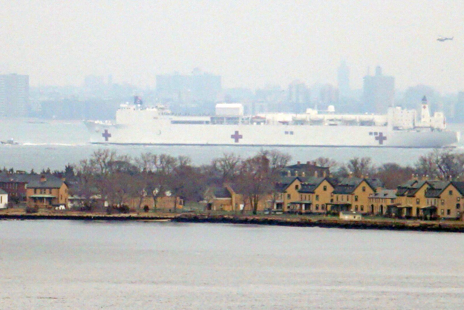 Photo of USNS Comfort sailing into New York harbor