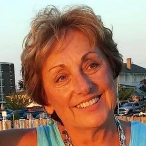 Photo of Professor Lauren Sampson